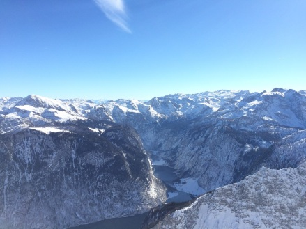 Drittes Watzmannkind mit Blick auf den Königssee und Obersee