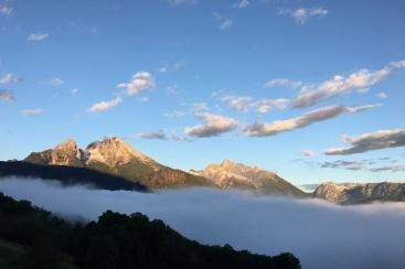 Morgens mit Nebel im Tal
